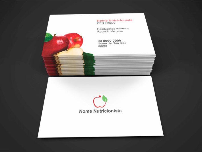 Esse cartão de nutricionista tem uma cara muito saudável, não é mesmo?! Com uma imagem de uma maçã, no verso, a pessoa que o receber vai saber que se trata de um profissional que trabalha com a alimentação. Então, use esse cartão de nutricionista para representar sua clínica de nutrição.