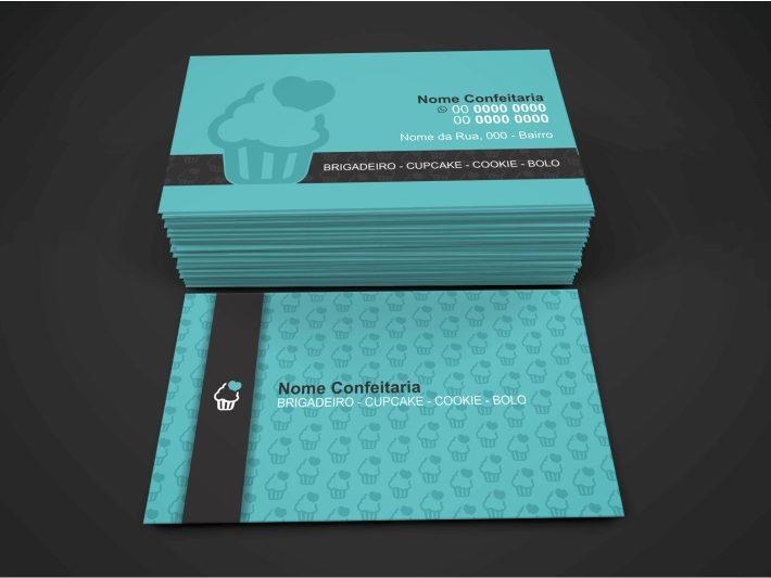 Com um visual alegre e colorido, como deve ser uma confeitaria, esse cartão de visita de confeitaria traz cores alegres, o azul. Para manter essas cores, aposte em um bom papel. O couchê é uma boa opção para imprimir esse cartão de visita de confeitaria.