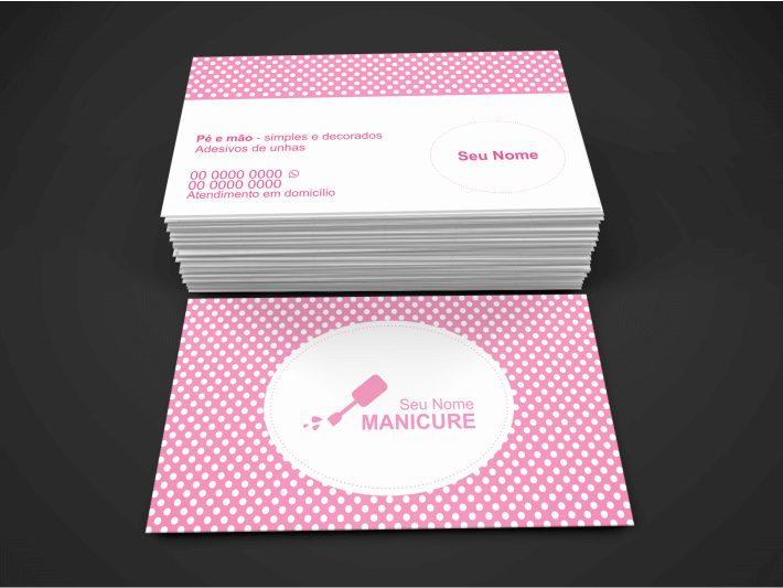 Se você trabalha como manicure autônoma e não sabe como conseguir novos clientes, o seu cartão de visita de manicure pode ser seu único contato com o cliente. Por isso, faça menção, no cartão, ao serviço que você oferece. Essa arte gráfica de cartão de manicure foi criada por um designer gráfico profissional e tem o tamanho de 9 x 5 centímetros.