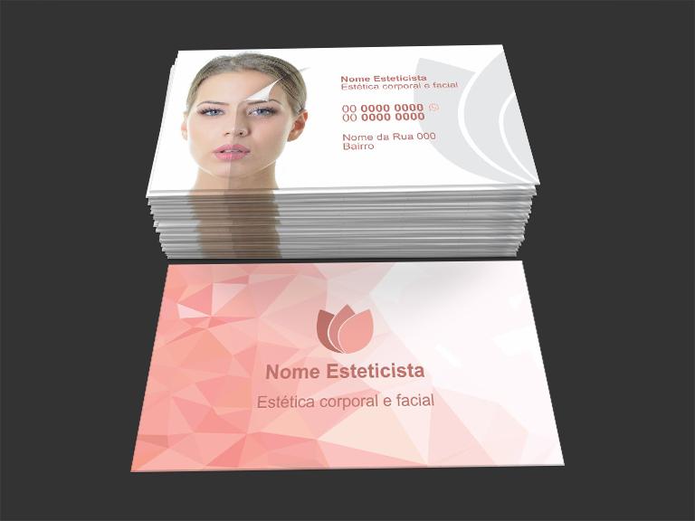 Escolhendo um dos nossos modelos você não vai precisar contratar um designer para fazer o seu cartão: ele já está pronto, basta apenas editar. A arte desse cartão para esteticista tem o tamanho de 9 x 5 centímetros e pode ser impressa em qualquer gráfica.